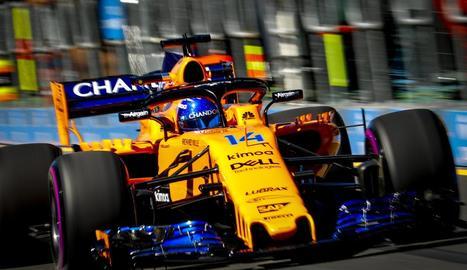El McLaren de Fernando Alonso, durant la sessió d'ahir en el GP d'Austràlia.