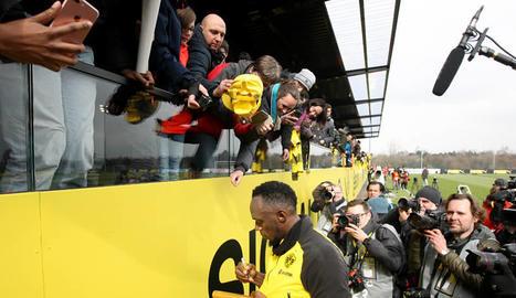 Bolt s'entrena amb la plantilla del Borussia Dortmund davant de 1.400 espectadors