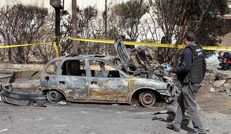 Les forces de seguretat egípcies investiguen el lloc de l'atemptat.