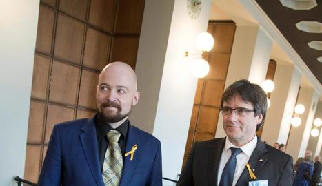 Mikko Kärnä, amb Carles Puigdemont en una imatge d'aquest dijous a Hèlsinki.
