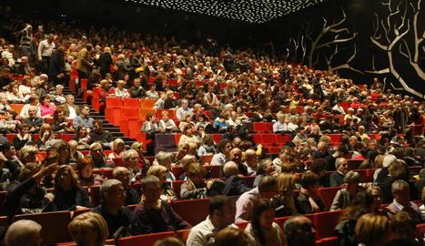 El públic va omplir a vessar l'aforament de la Llotja per seguir la cantata 'Carmina Burana'.