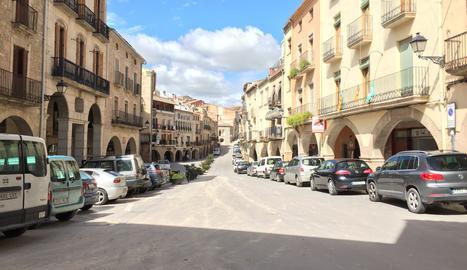 La plaça porxada de Les Borges Blanques.