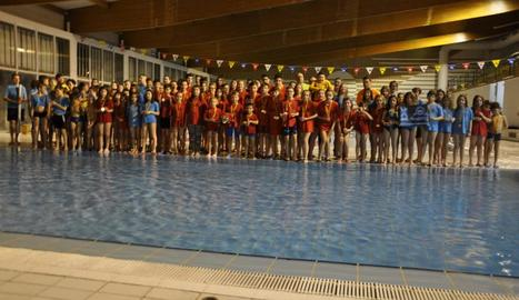 Els nadadors i nadadores que van participar en la fase intercomarcal de Mollerussa.