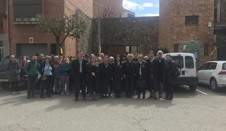 Els jutges i advocats que van participar en l'aturada, ahir davant els jutjats de Tremp.