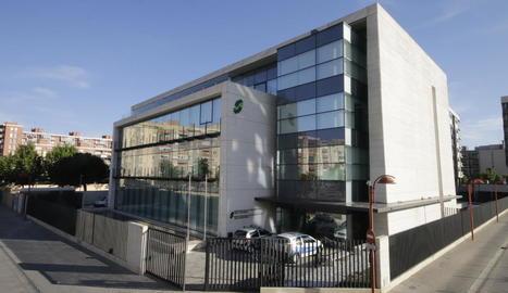 Vista de l'edifici de la Seguretat Social a Lleida.