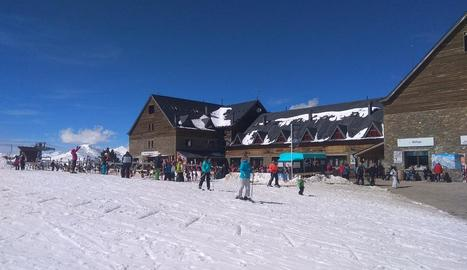 Esquiadors ahir al matí a Port Ainé.
