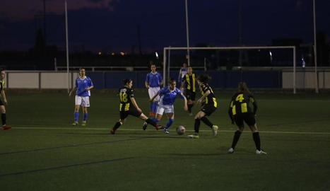 L'AEM va intentar mantenir el control de la pilota davant d'un Pardinyes que sempre va plantar cara.