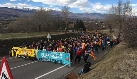 Unes dos-centes persones convocades pel CDR del Pallars Jussà dijous al migdia al port de Comiols.