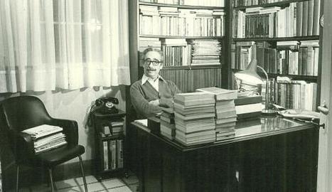 Manuel de Pedrolo, a l'espai de treball.
