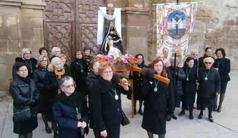 Tres de les quatre portadores del Crist de l'Agonia.