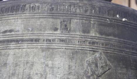 Detall dels escuts del capítol i de la Paeria gravats a la Silvestra.
