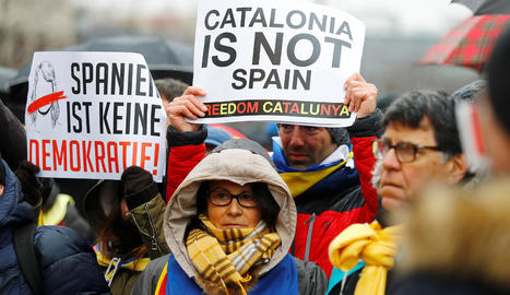 Centenars de persones van fer una marxa a Berlín per la llibertat de Carles Puigdemont.