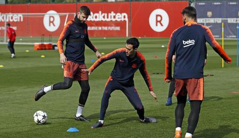 Sergio Busquets es va entrenar ahir amb el grup en la sessió del FC Barcelona.
