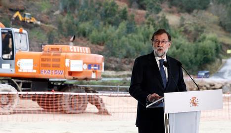 Mariano Rajoy, que ahir va inaugurar obres a Galícia, està negociant els Pressupostos.