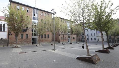 Imatge dels blocs del Pla, a la plaça dels Gramàtics.