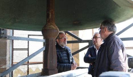 El president Joan Reñé, de visita a la Silvestra al campanar.
