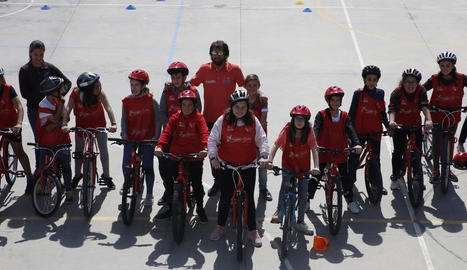 Escobar ensenya el bon ús de la bicicleta a l'Escola Riu Segre