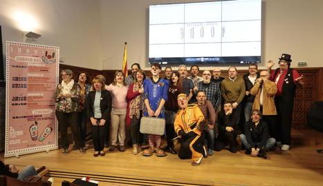 Foto de grup d'organitzadors i col·laboradors del Festival Buuuf! durant la presentació d'ahir.