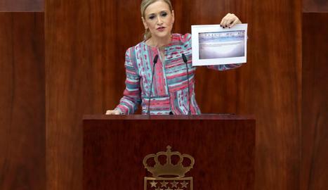 La presidenta de la Comunitat de Madrid, Cristina Cifuentes, ahir, davant de l'Assemblea regional.
