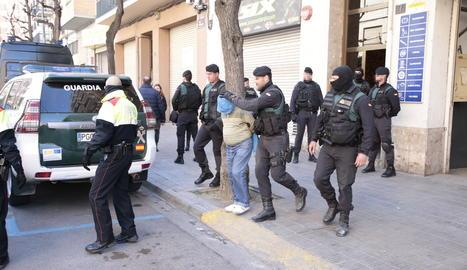 Un dels detinguts en l'operatiu policial d'aquest dijous al barri de Cappont.