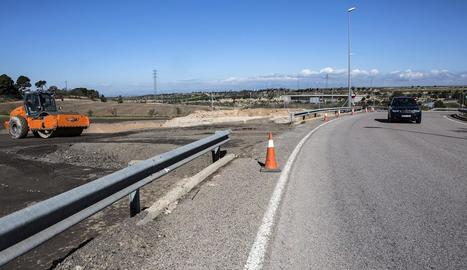 Treballs per obrir ja la nova entrada des de l'antiga carretera de Guissona, l'L-311.