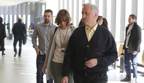 Els tres metges condemnats, ahir als jutjats d'Osca.