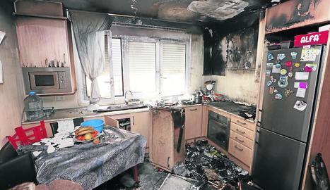 Estat en què va quedar la cuina d'Alcoletge després de l'incendi.