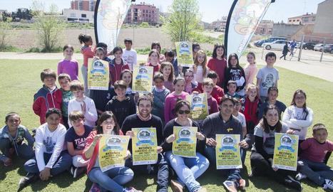 La presentació va comptar amb alumnes de l'Àngel Guimerà, escola que acollirà de nou el festival.