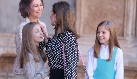 La família reial després de la bronca.