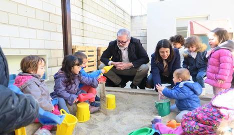 Larrosa i Salmeron, en la visita a les noves instal·lacions de l'escola bressol de la Bordeta.