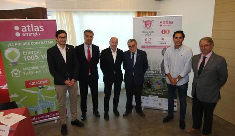 Autoritats, organitzadors i el golfista lleidatà Carlos Pigem, ahir a la presentació.