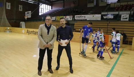 Lluís Ferrer i Rafa Carpi, ahir a l'Onze de Setembre, durant la visita a la instal·lació.