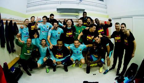 La plantilla del FC Barcelona celebra la conquista de la Lliga la setmana passada.