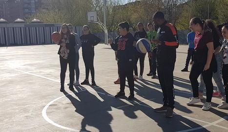 Vora mil alumnes, a la campanya 'Bàsquet a les escoles'