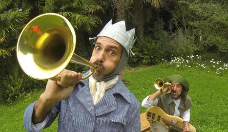 passar la gorra. El públic del Buuuf! s'acosta a Alcoletge amb les butxaques plenes de canvi per pagar als artistes.