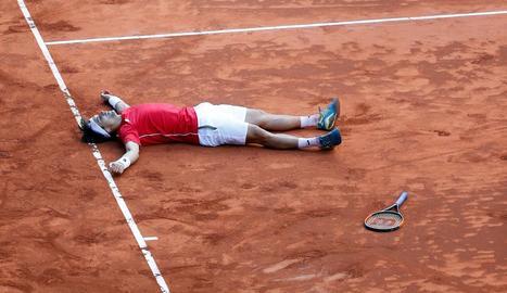 Ferrer celebra a terra la victòria davant Kohlschreiber, que classifica Espanya per a semifinals.