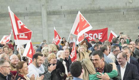 Mariano Rajoy posa per a una fotografia al tancament de la convenció dels populars a Sevilla.