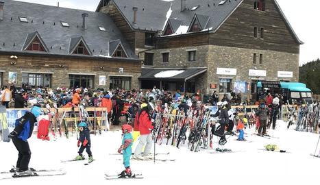 Imatge d'esquiadors a l'estació de Port Ainé, al Pallars Sobirà, durant aquesta temporada.
