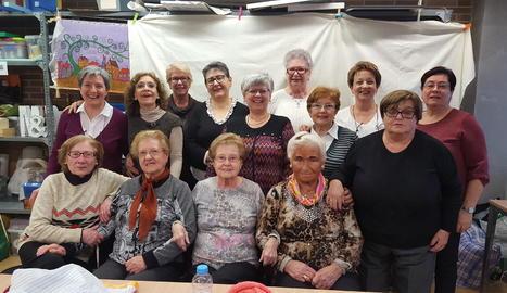 A dalt d'esquerra a dreta, Tere, Paz, Lluïsa, Antonieta, Dolors, Antonieta, Encarna, Isabel (professora) i Tere. A baix, Rosa, Neus, Carmen, Dedi i Montse.