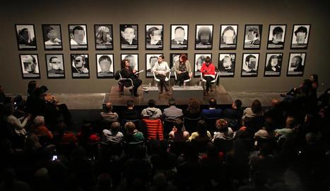 L'obra censurada d'Arco va servir de fons de la taula redona sobre llibertat d'expressió i repressió.