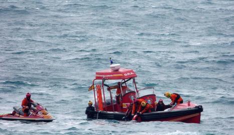 Un equip subaquàtic rescatant les restes d'Andrea Domínguez.