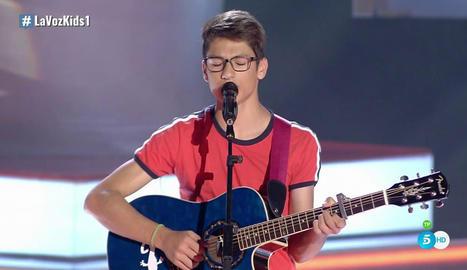 Primera actuació del jove de 14 anys de Sort, en què va interpretar un tema d'Ed Sheeran.
