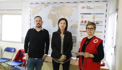 Jordi Vidal, Dolors Curià i Cristina Figueras, de Creu Roja Lleida, a la presentació d'ahir.