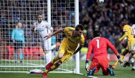 Mario Mandzukic celebra el primer gol, el que obria el camí de la remuntada que al final no es va donar.