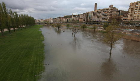 Les aigües del Segre van inundar la canalització.