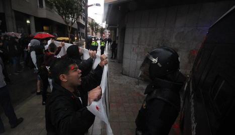 Protestes pel desallotjament de Can Vies, el 2014.