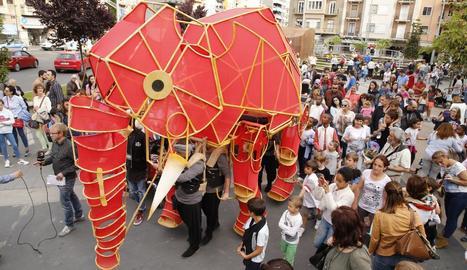 El Centre de Titelles passejarà el 23 l'elefant Hathi entorn de l'IEI.