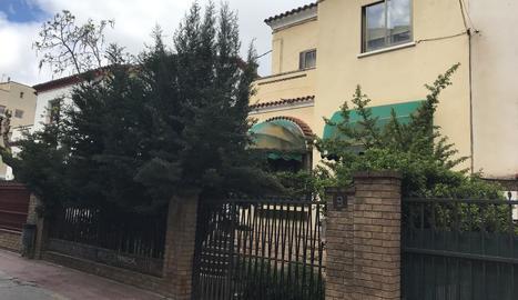 Un dels habitatges que ahir van ser okupats per la força, situat al carrer Serra de Prades.