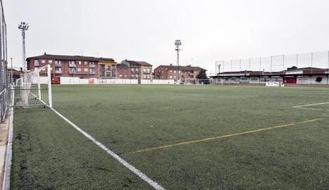 Imatge del camp de futbol de Guissona, que estrena enllumenat.