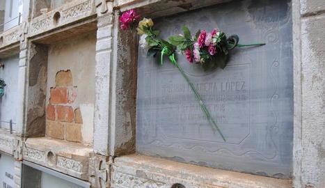 Imatge de la tomba del besavi de Llarena a Torregrossa, on va ser secretari.